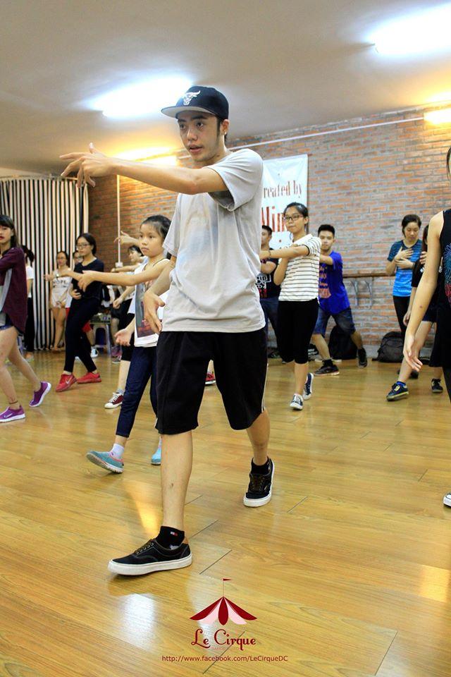 hinh-anh-7-dong-tac-co-ban-cua-shuffle-dance-duoc-nhieu-ban-tre-yeu-thich-1